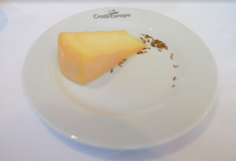 Munster cheese with cumin(ミュンスターチーズとクミン)