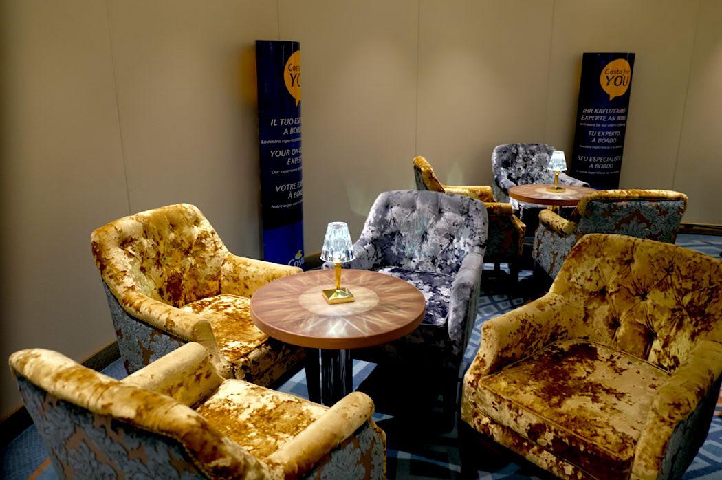 金と銀のソファー