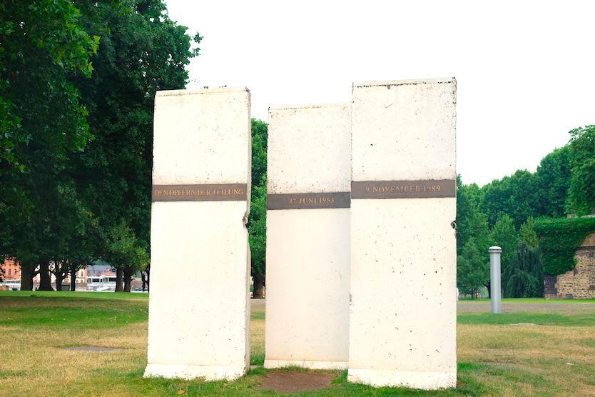 近くにベルリンの壁もありました