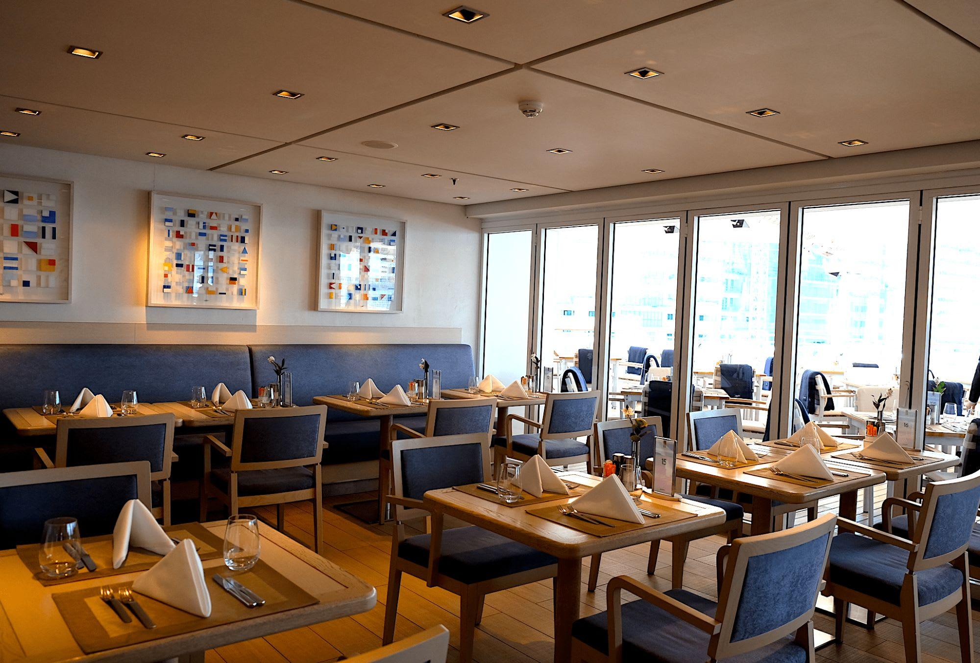 気軽に訪れることができるブッフェレストランはDeck9の船尾