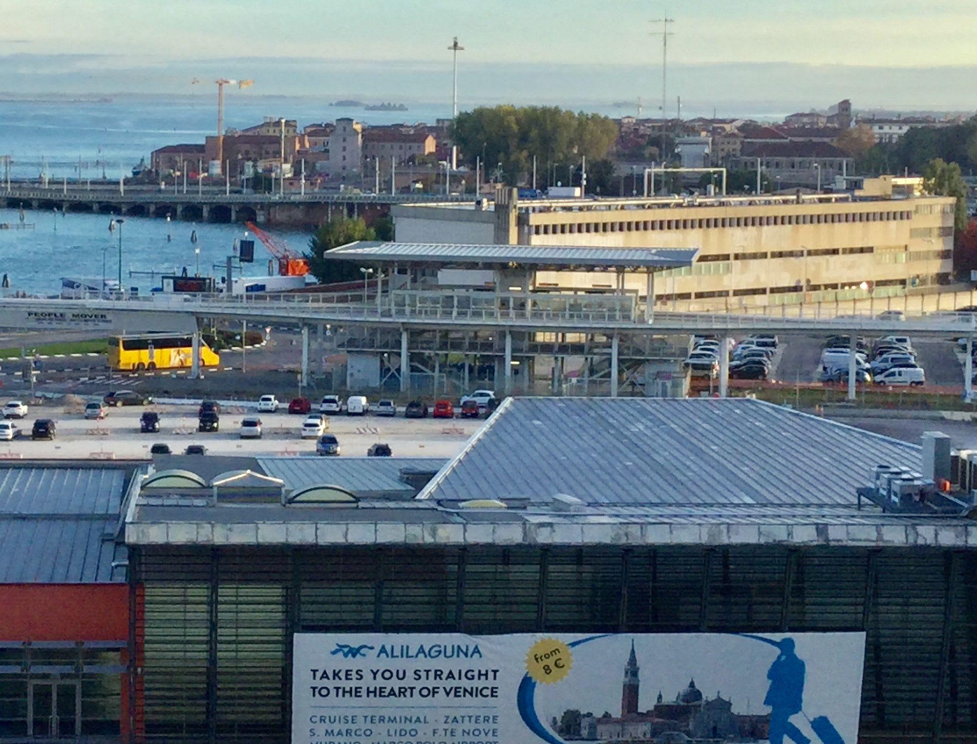 マリッティマ駅です、ここから船が見えます。近くに見えたら降りる、遠かったら次のまで乗って下さい