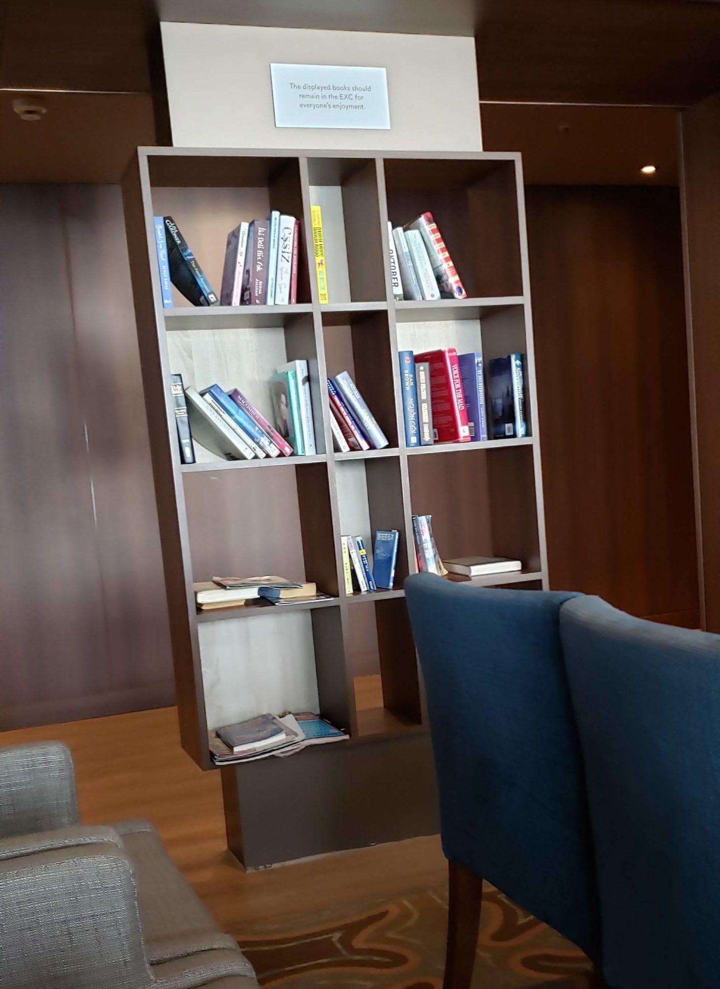 ライブラリーとは名ばかりの本棚