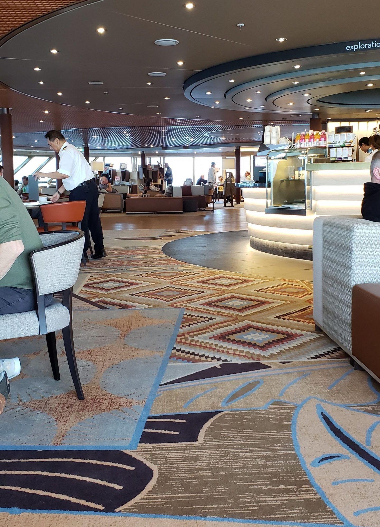 クローズ・ネストは広めで、書架や安楽椅子、本格cafe、またEXCセンターやフューチャークルーズの相談コーナーなどもあります