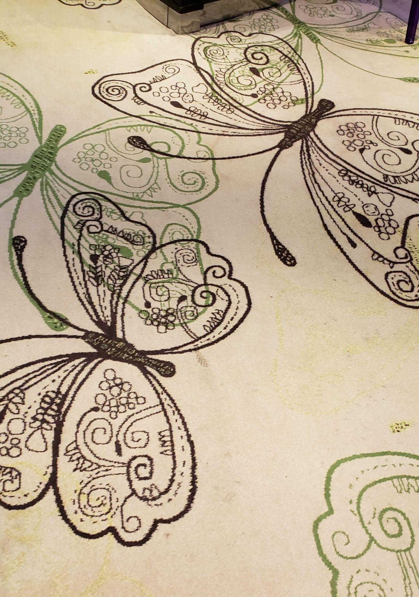 蝶々柄の絨毯