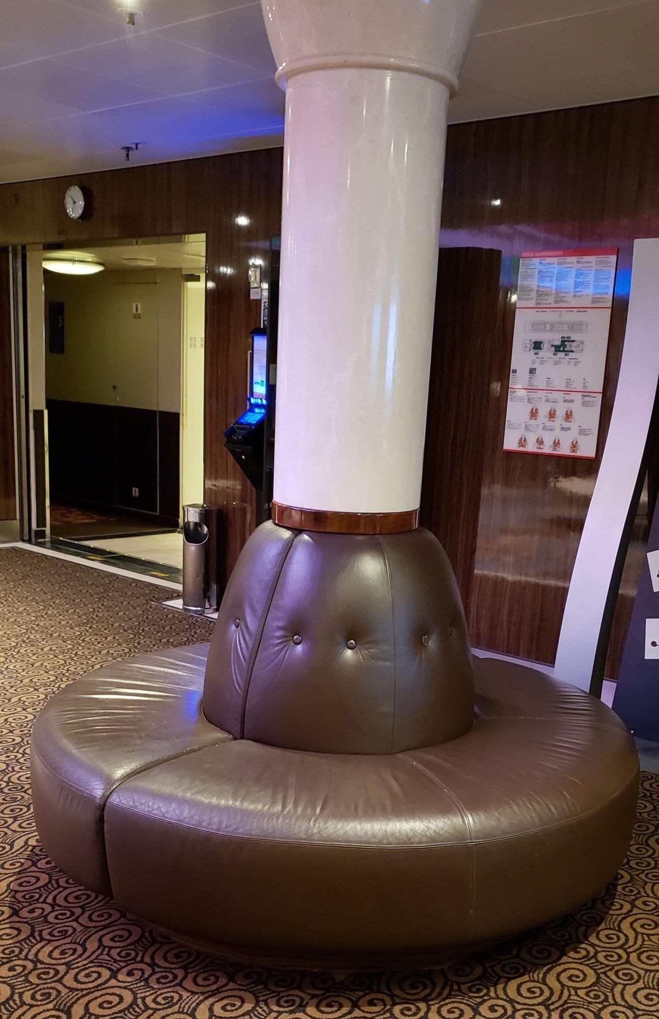 フロント前の椅子座りやすい