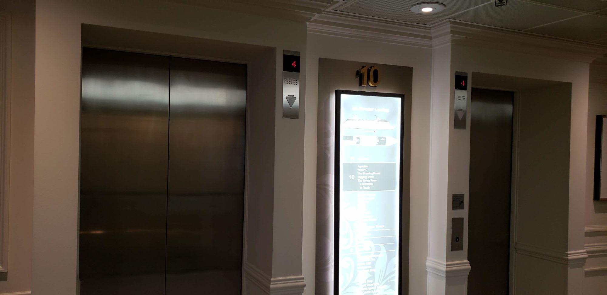無駄な装飾のないシンプルエレベーター