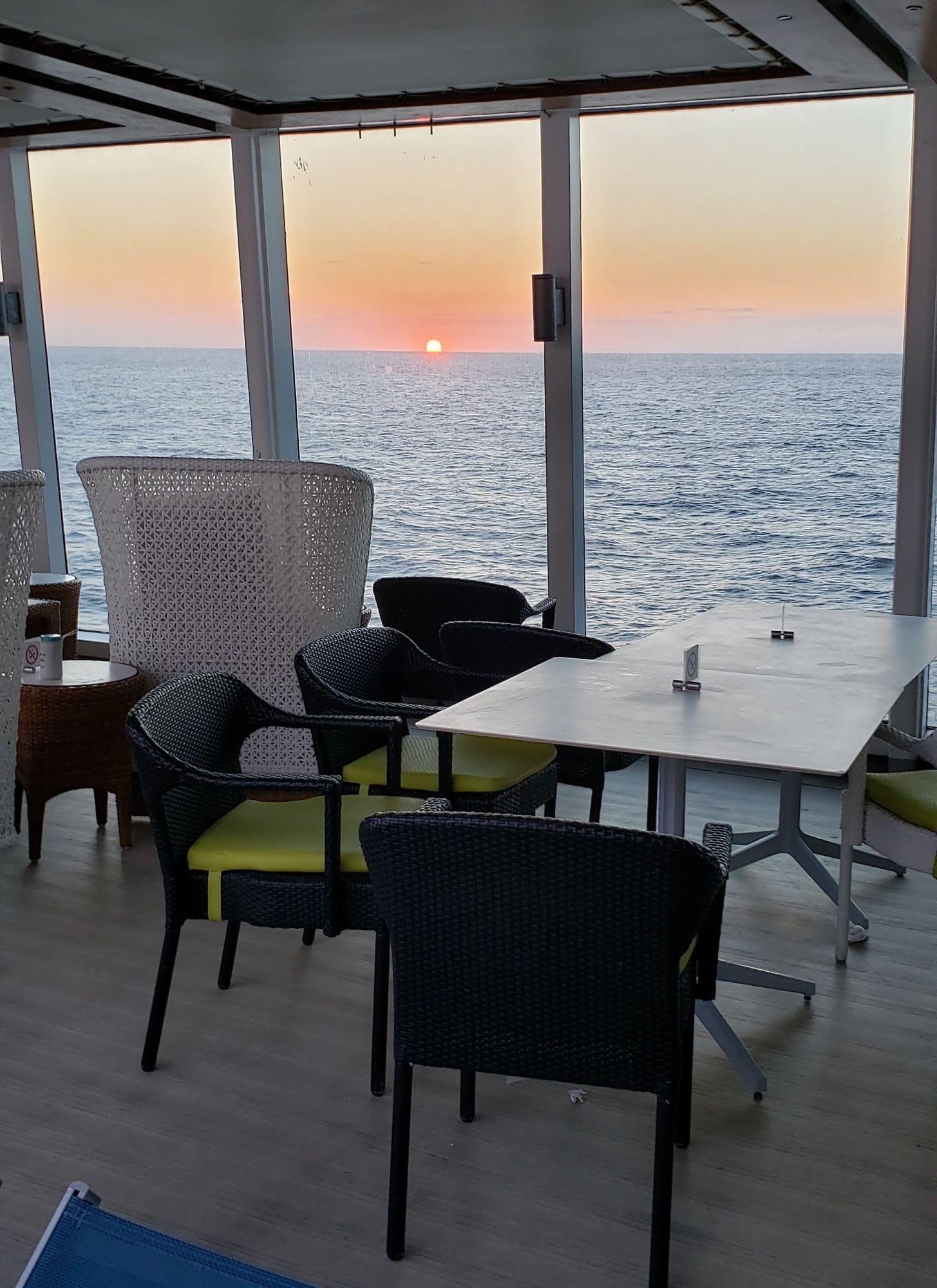 椅子に座って夕日を楽しむベスト・スポット