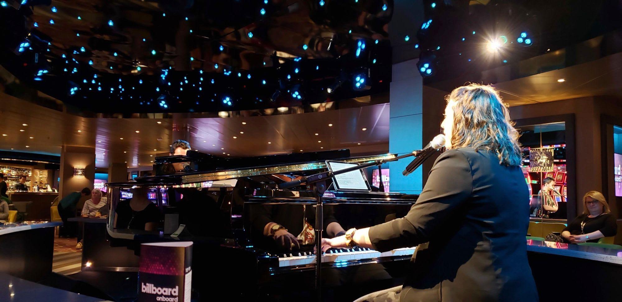 2台のグランドピアノで圧巻の演奏