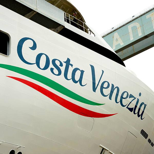 コスタ・クルーズ、初の中国向け客船、コスタ・ベネチアの命名式を開催