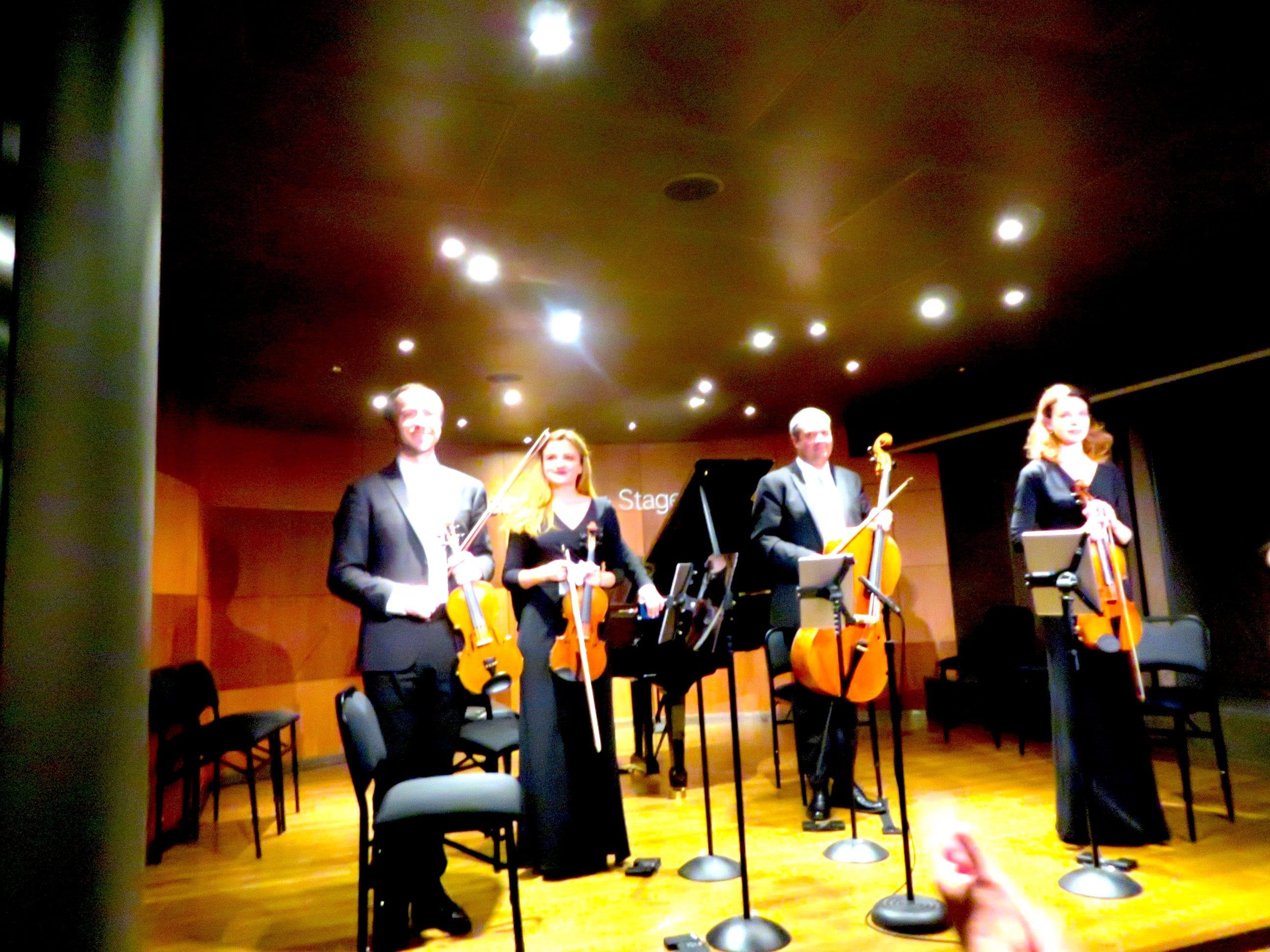 ニューアムステルダムで生演奏のピアノと弦楽四重奏