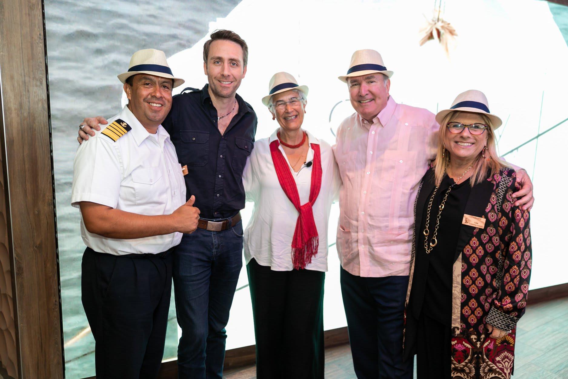 ガラパゴス専用客船セレブリティ・フローラ、エクアドルにて命名式を開催