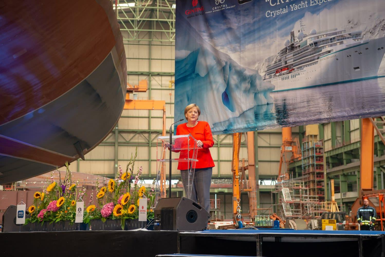 クリスタル・エンデバー、竣工式にドイツ メルケル首相も出席