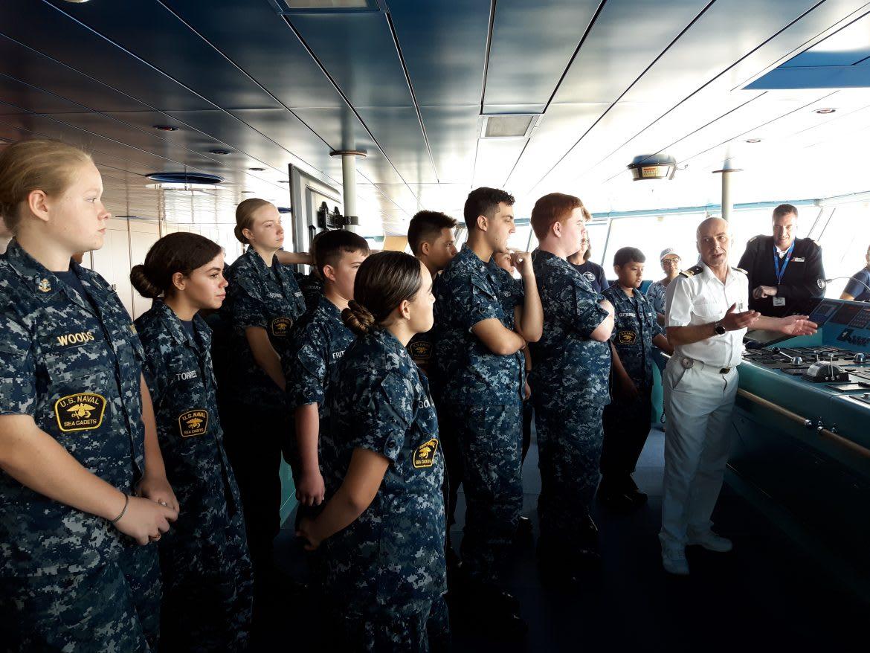 アメリカの海軍士官候補生、カーニバル・リバティの見学