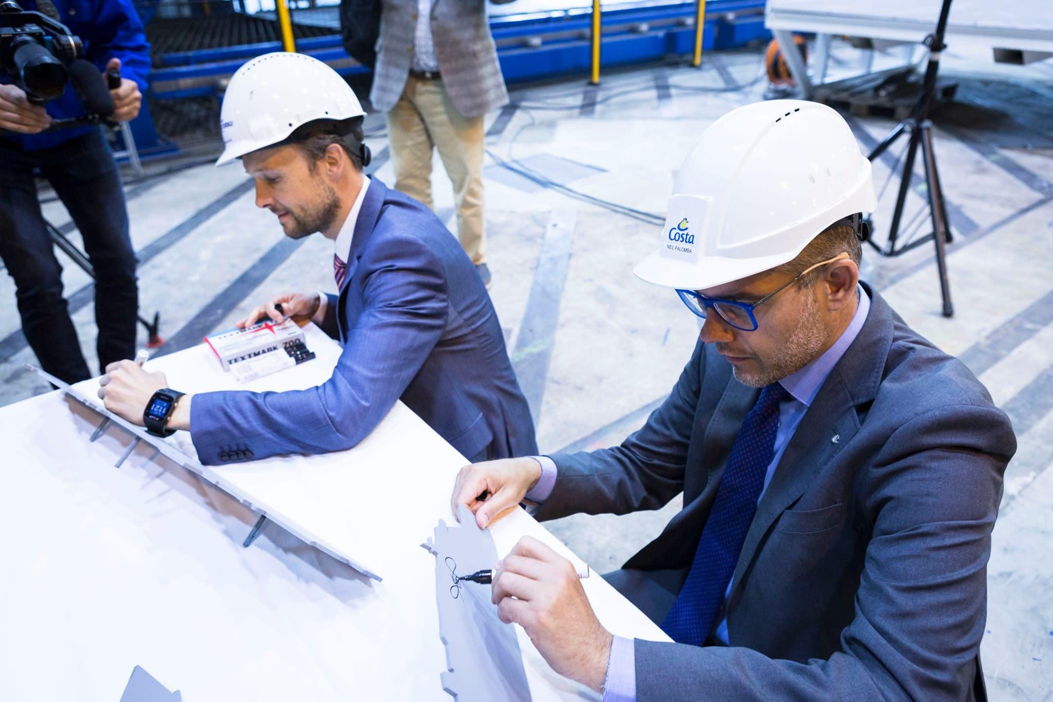 最新客船コスタ・トスカーナ、建造を開始