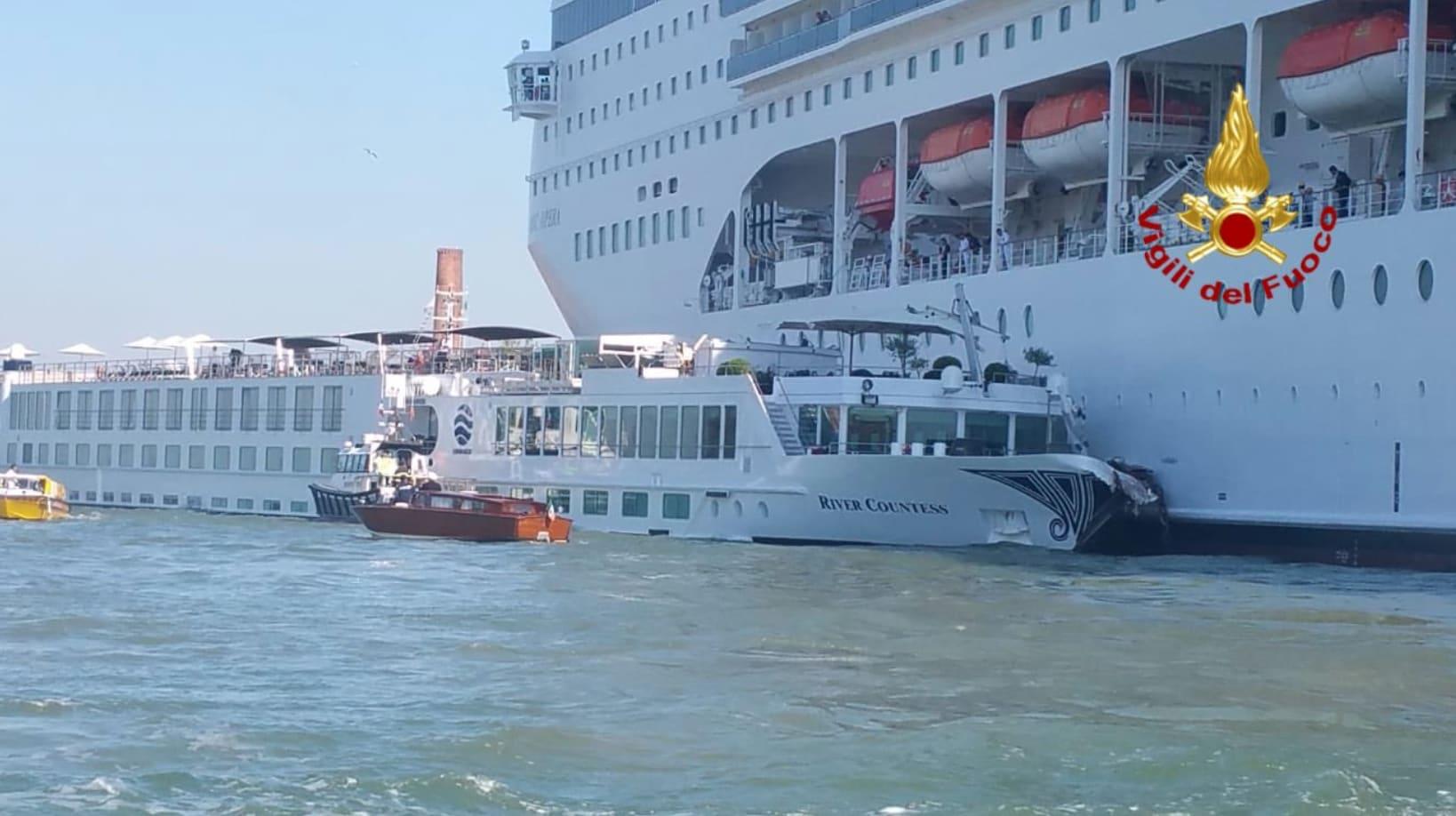 MSCオペラ、ベネチアで小型船に衝突
