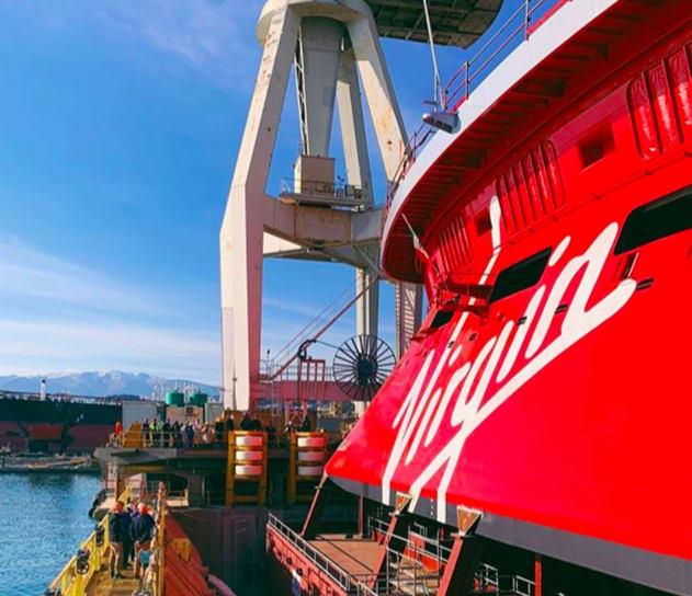 ヴァージンのスカーレット・レディ、フィンカンティエリ造船所で進水式