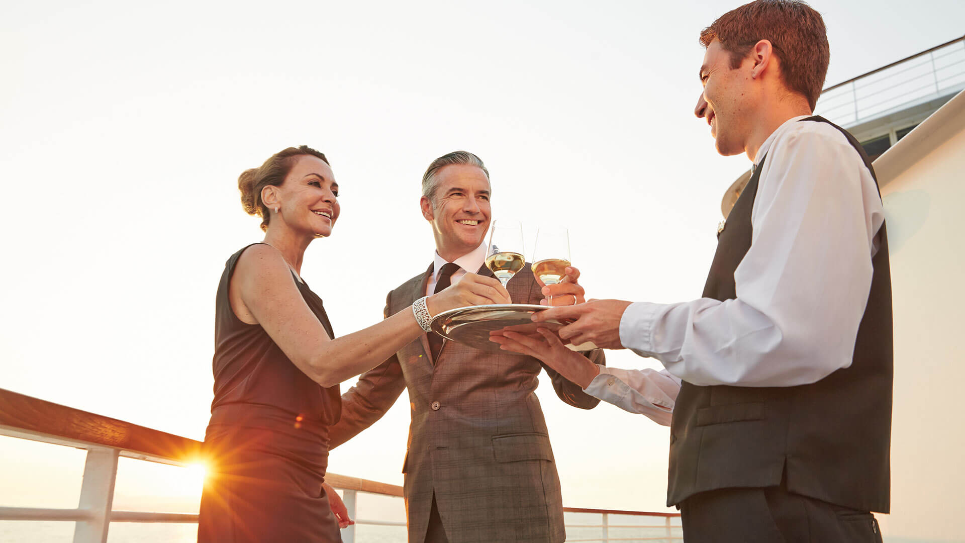 世界一の豪華客船、シーボーン・アンコールが就航