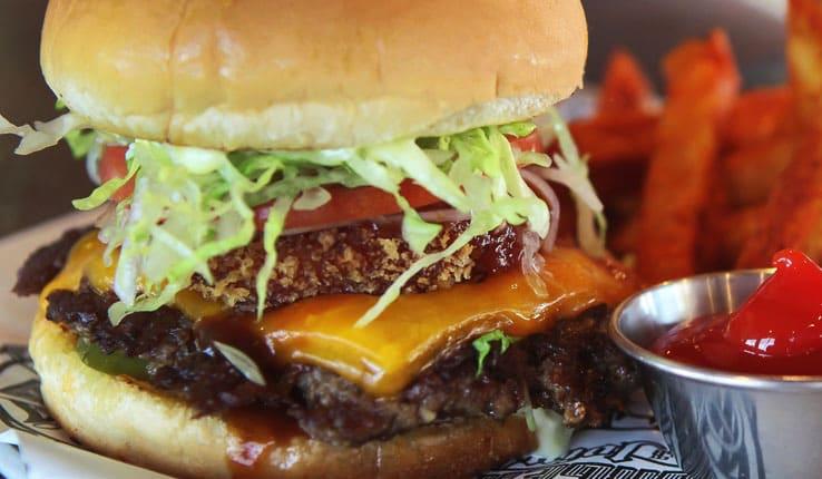 CruiseHive、ベスト・ハンバーガー・ショップにカーニバルの「Guy's Burger」