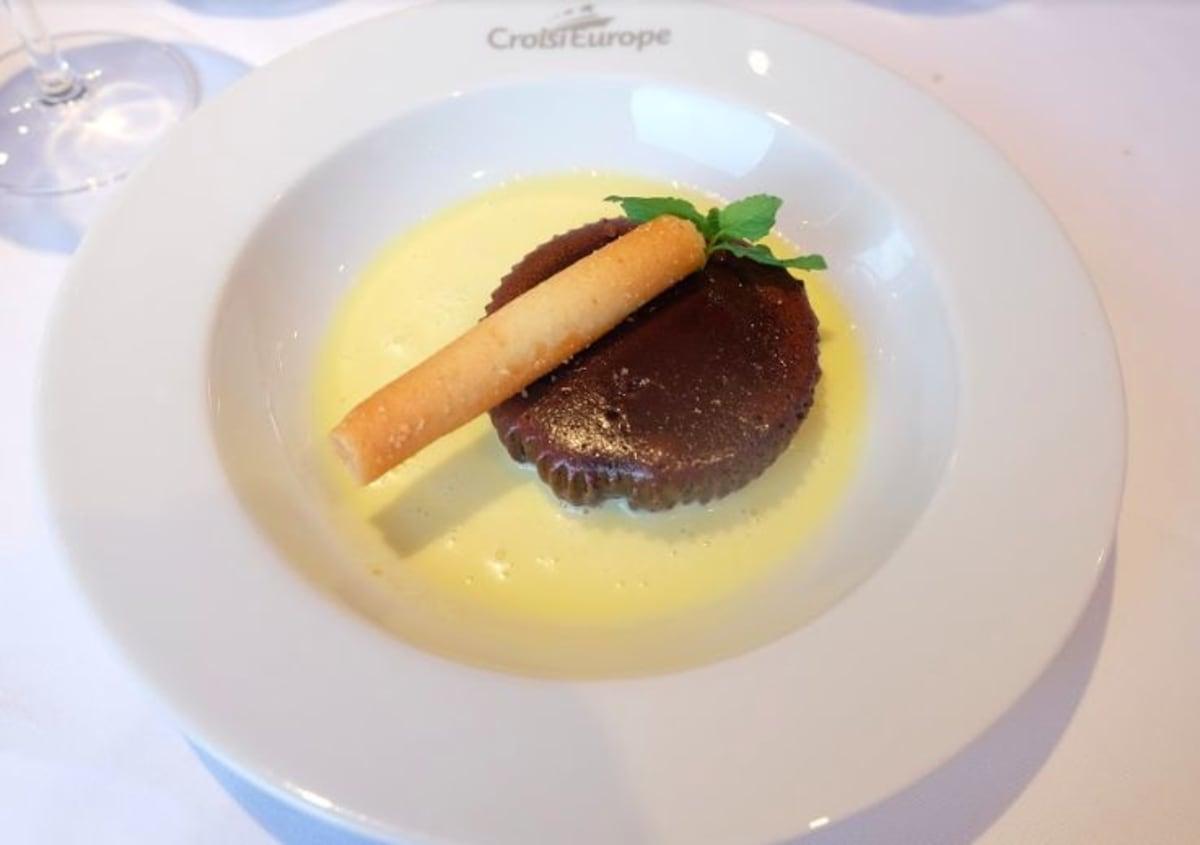Chocolate surprise with its custard cream (フォンダンショコラとカスタードクリーム)