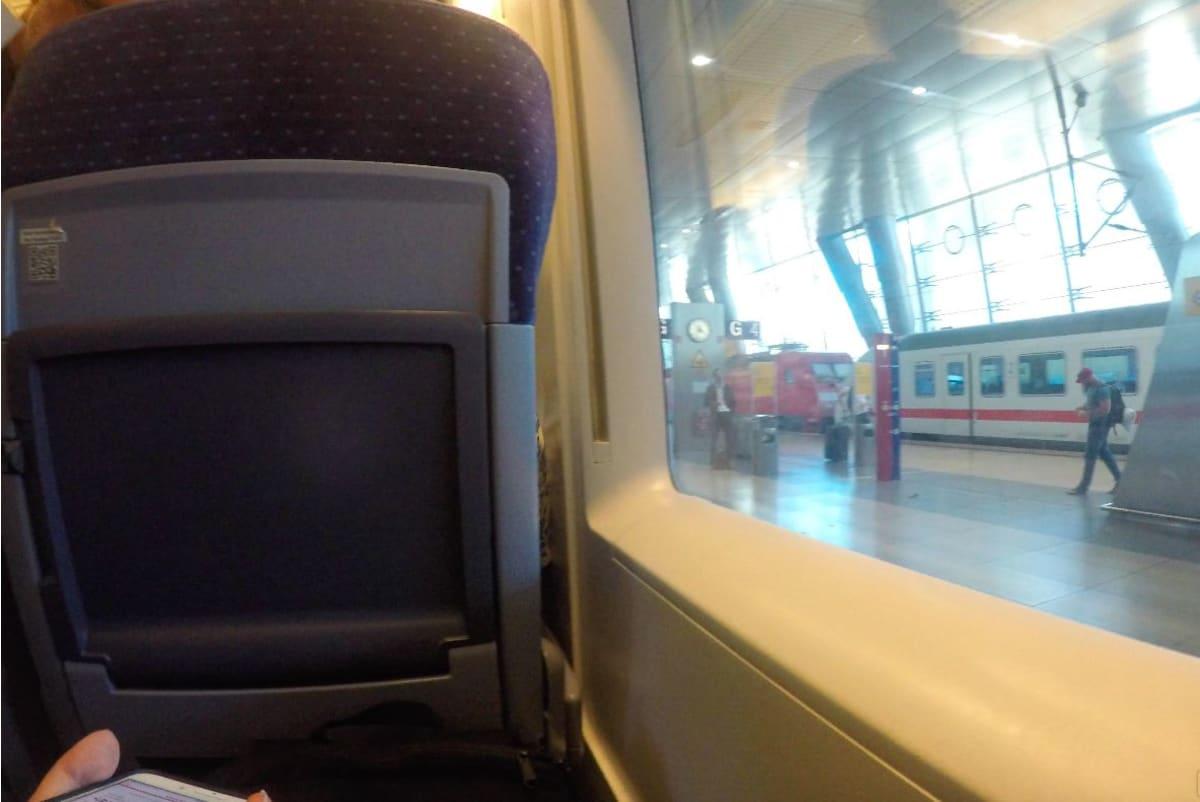席は快適で、WIFIも利用できます