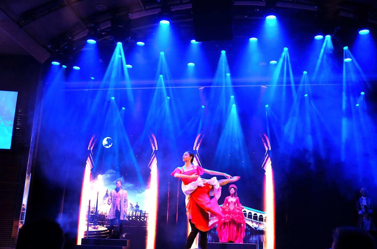 コスタベネチアのダンサーたち