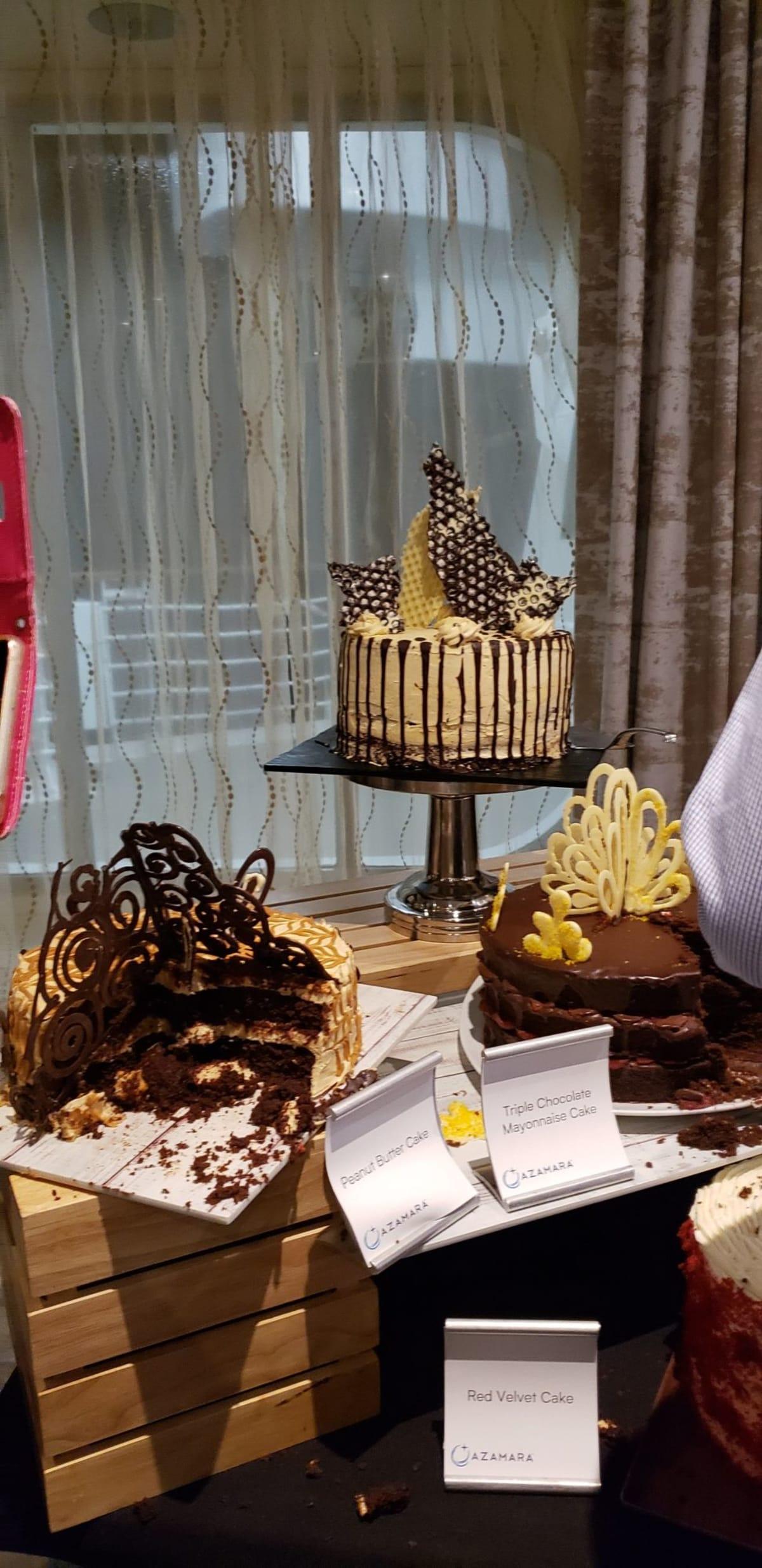 凝った装飾のケーキ