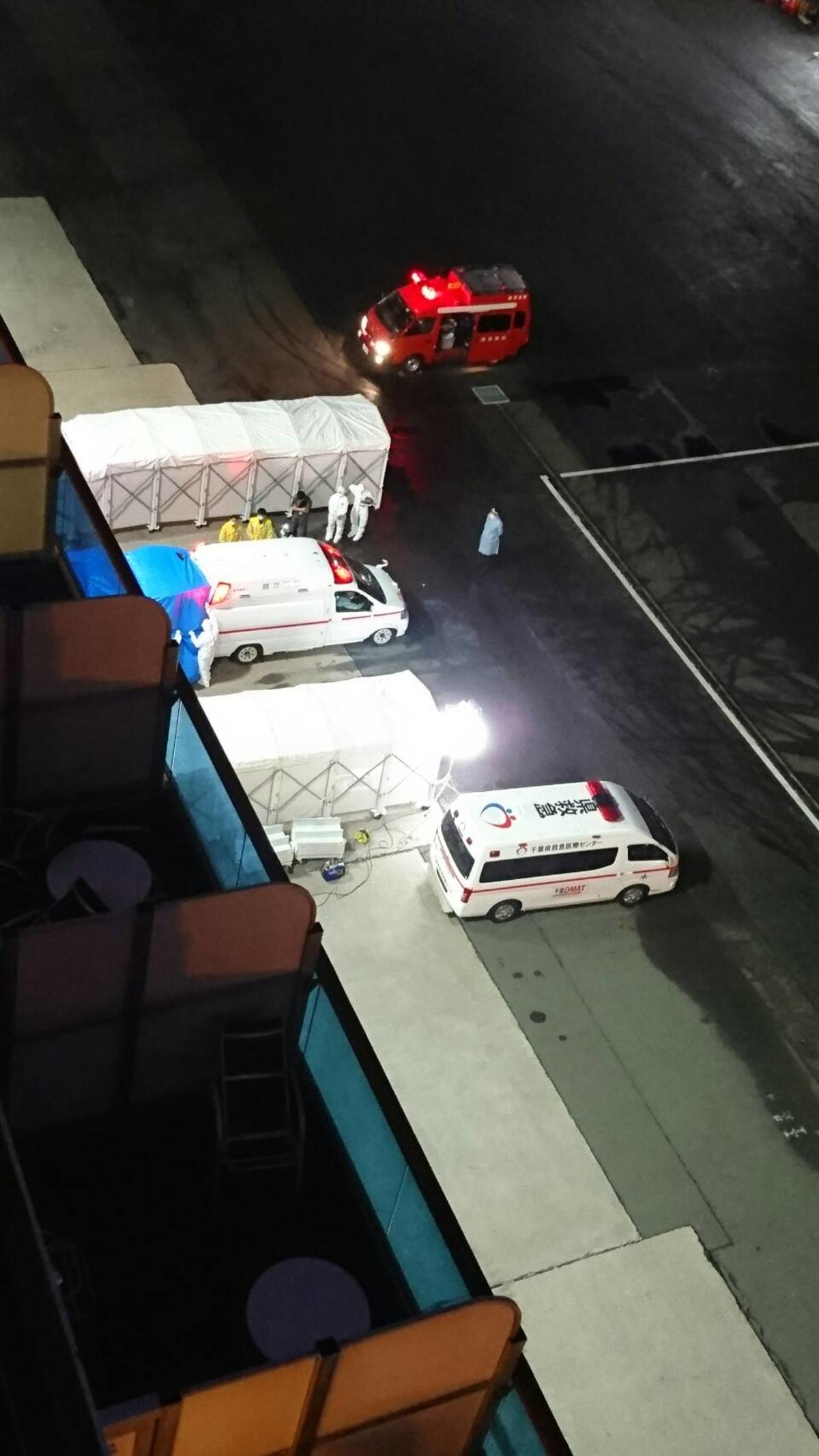 船上から見える救急車両