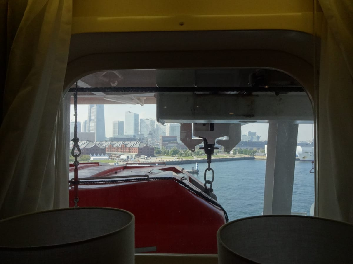 初めて「窓側 視界が遮られます」の部屋ですが・・・ 特に気にならず! | 客船ダイヤモンド・プリンセスの客室