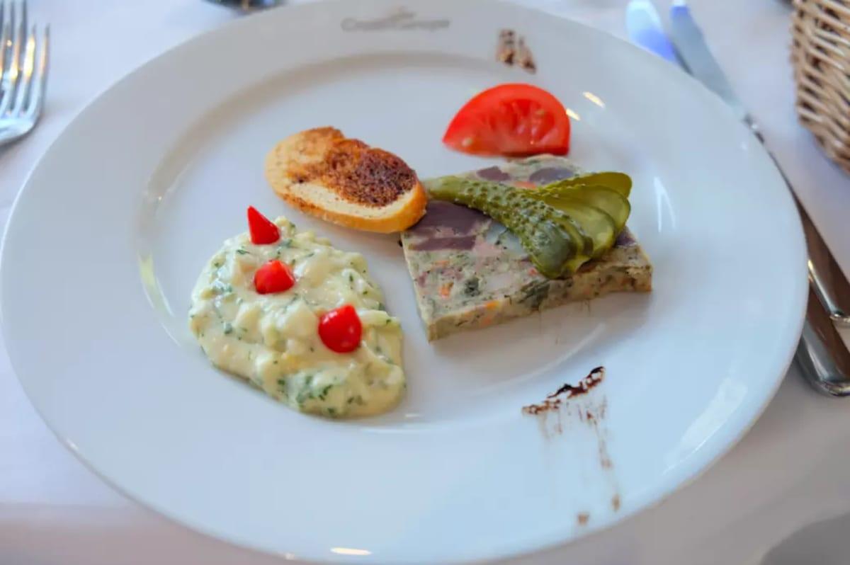 フランスの昔ながらの味を楽しみます。 | 客船MSラファイエットのダイニング、フード&ドリンク