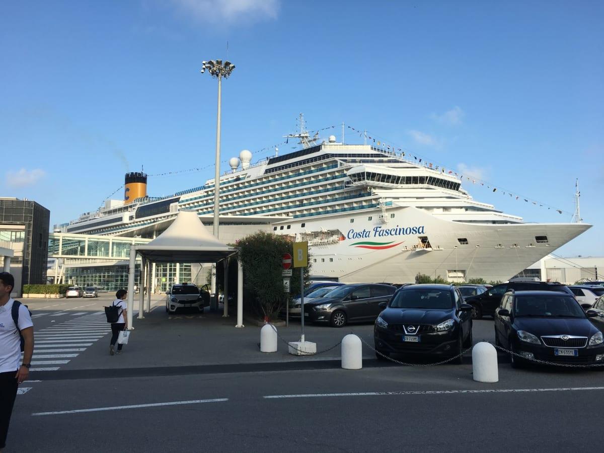客船コスタ・ファシノーザの外観