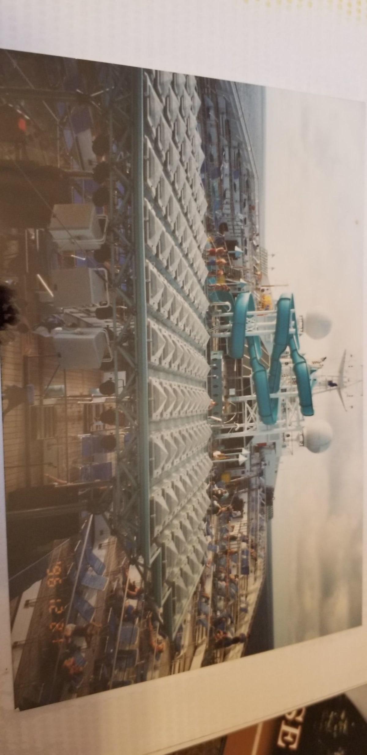 当時、世界第二位の大きさを誇ったディスティニー号 | 客船カーニバル・デスティニーの外観