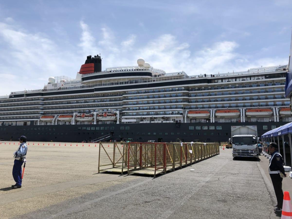 大黒埠頭に入港したQueen Elizabeth | 横浜での客船クイーン・エリザベス