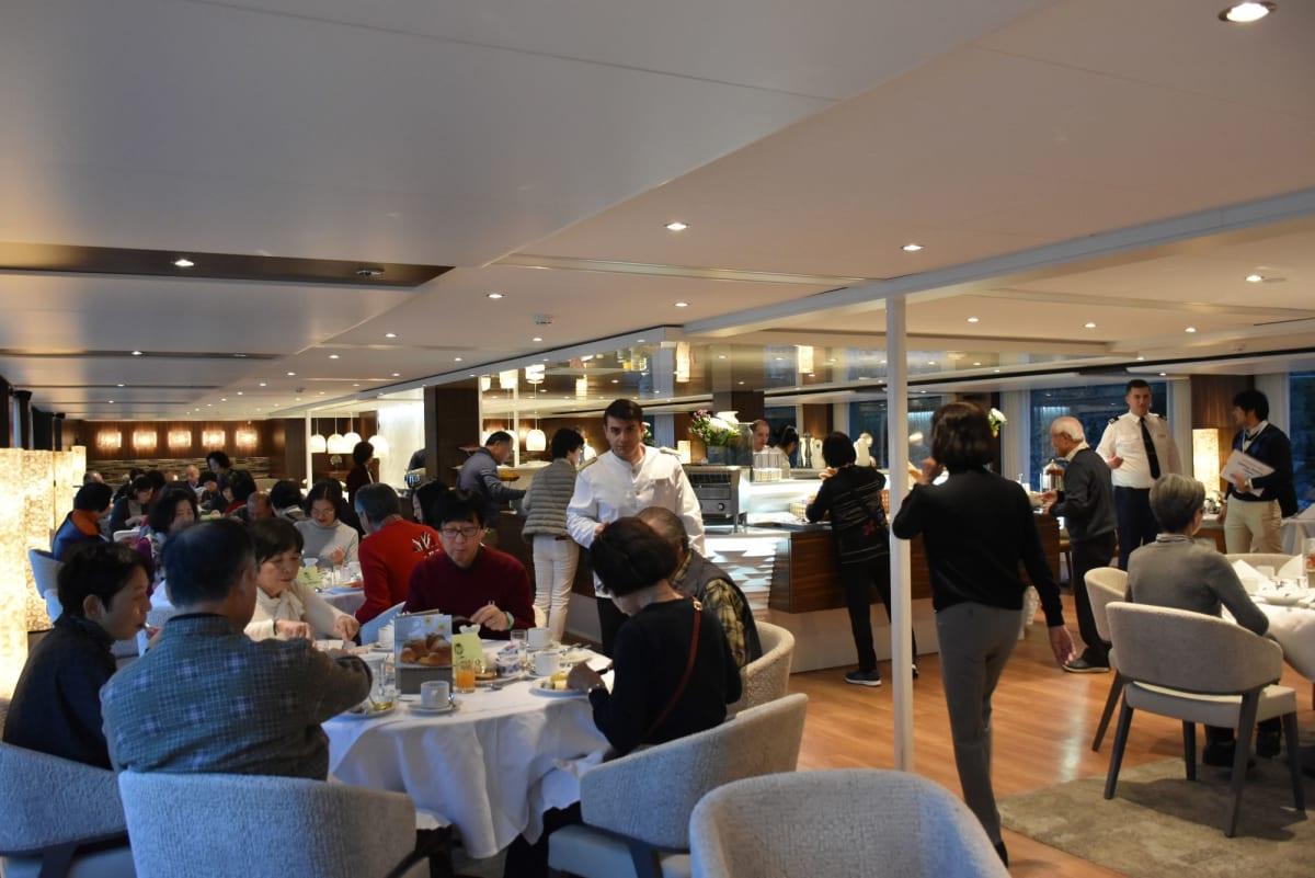 朝のレストラン | 客船MSアマデウス・クイーンのダイニング、フード&ドリンク