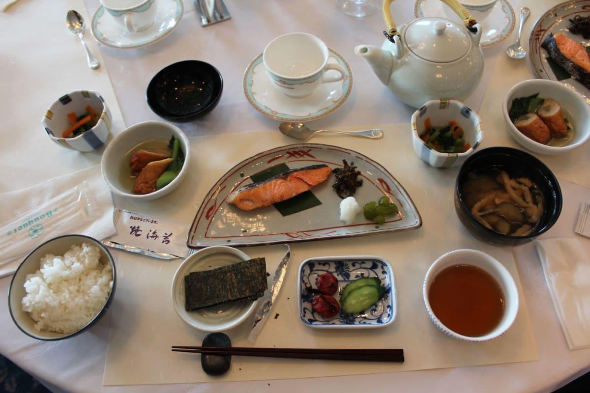 さすが ぱしふぃっくびいなす 和食の朝食は外国客船の日本発着クルーズより随分と充実している | 客船ぱしふぃっくびいなすのダイニング、フード&ドリンク