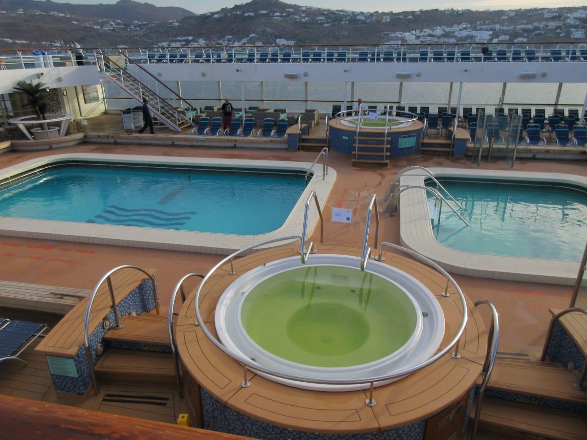 Pools & Jacuzzi | 客船プルマントゥール・ホライズンの船内施設