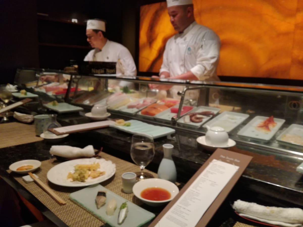 鮨レストランUMIUMA  アメリカ本土で有名な鮨レストラン「NOBU」の船上店。 | 客船クリスタル・シンフォニーのダイニング、クルー、フード&ドリンク