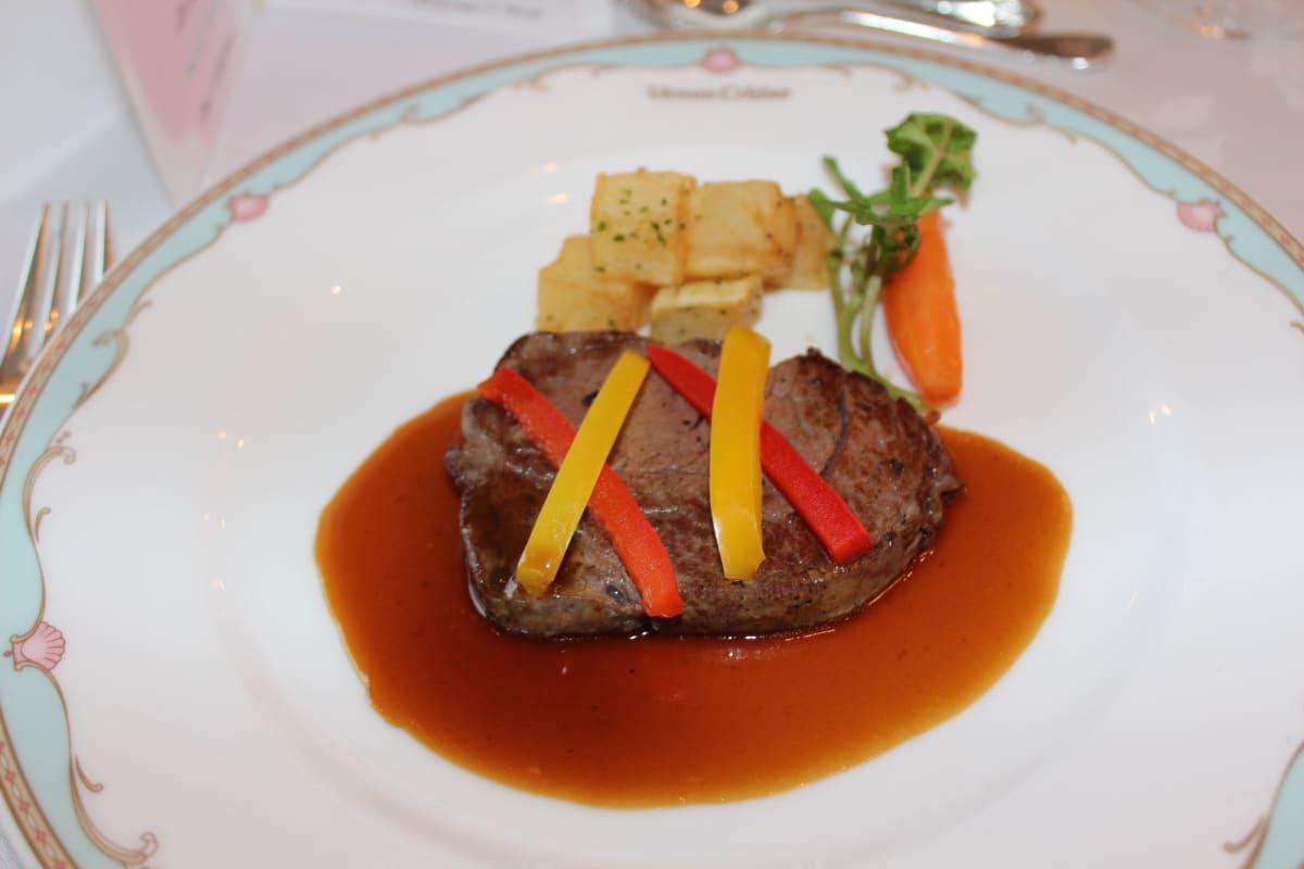 牛フィレ肉のステーキ | 客船ぱしふぃっくびいなすのダイニング、フード&ドリンク