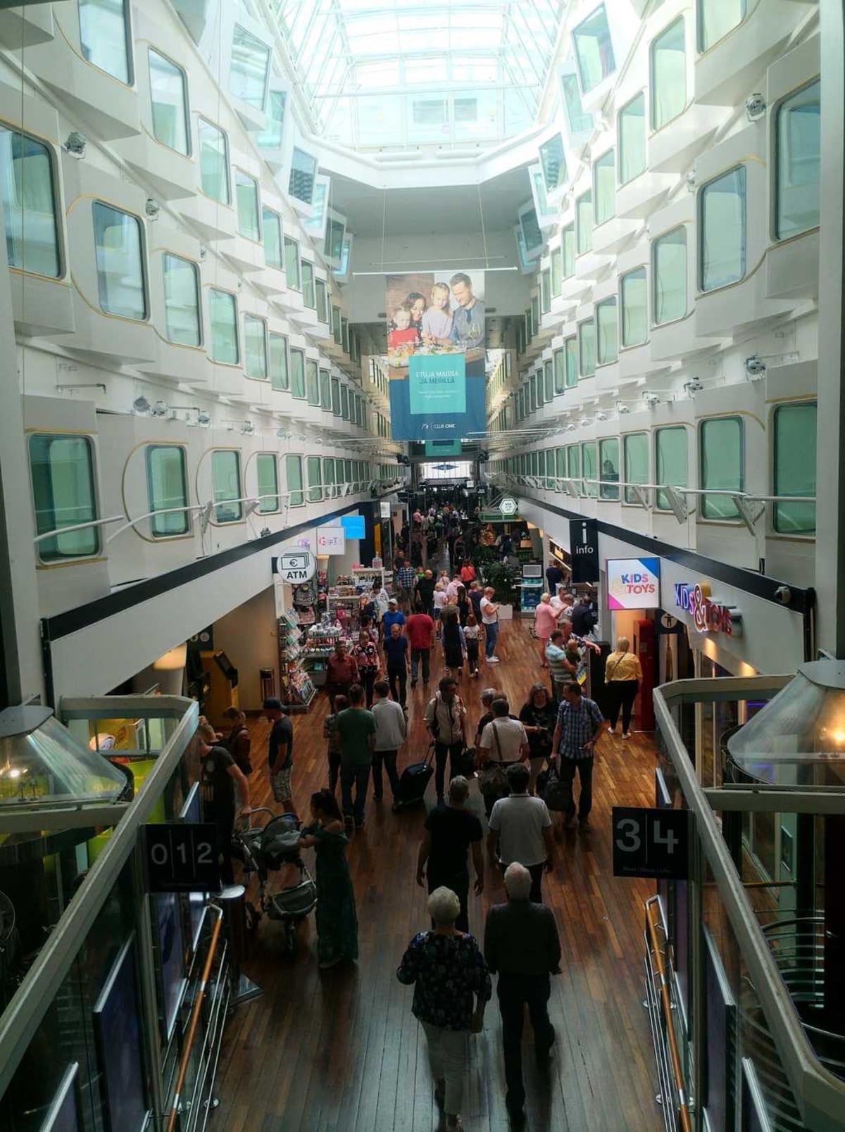 プロムナード | 客船シリヤ・セレナーデの船内施設