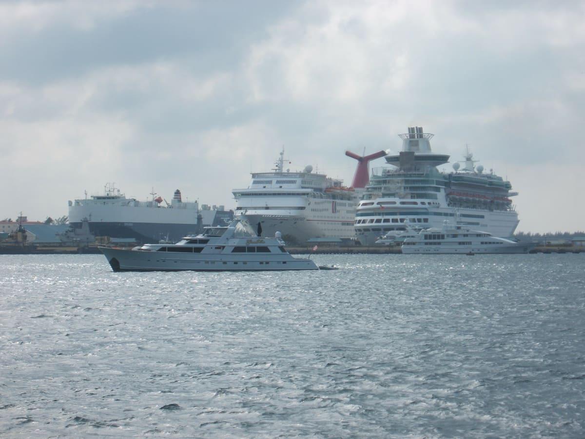 ナッソー(バハマ) ファンタジーとマジェスティーオブザシーズ | ナッソー(ニュープロビデンス島)での客船マジェスティ・オブ・ザ・シーズ