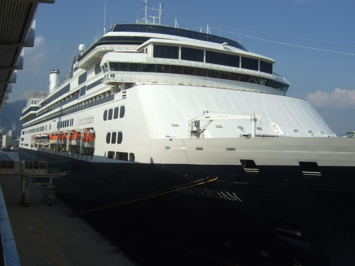 神戸港  | 神戸での客船アムステルダム