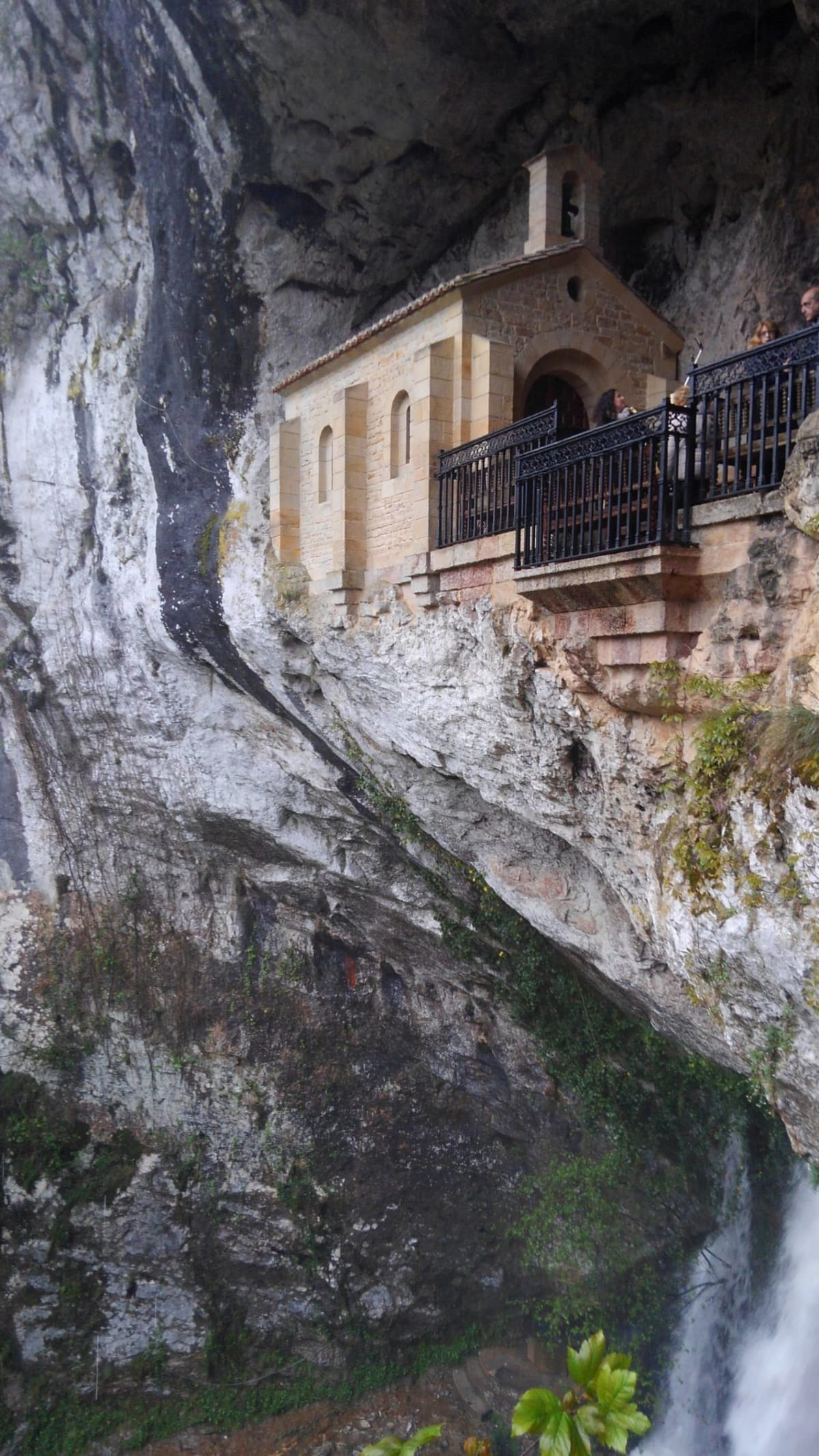 Day4#コバドンガ#洞窟の礼拝堂と滝