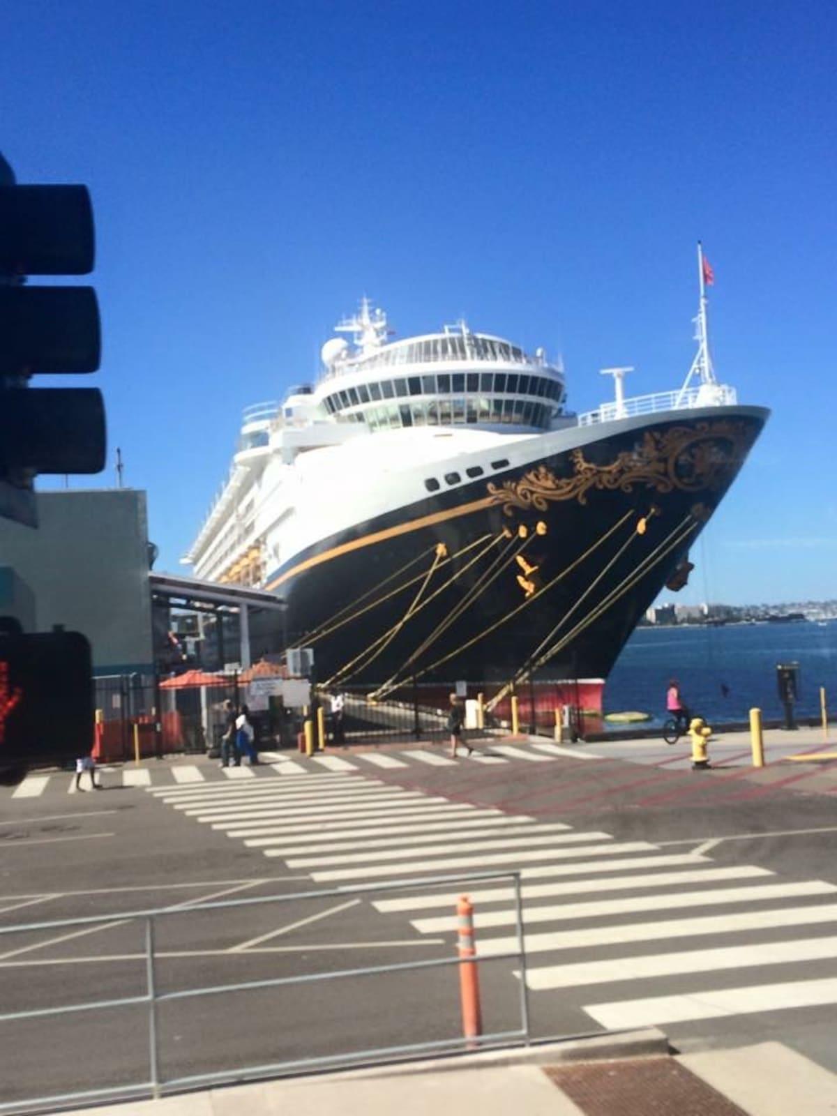 サンディエゴ(カリフォルニア)での客船ディズニー・ワンダー