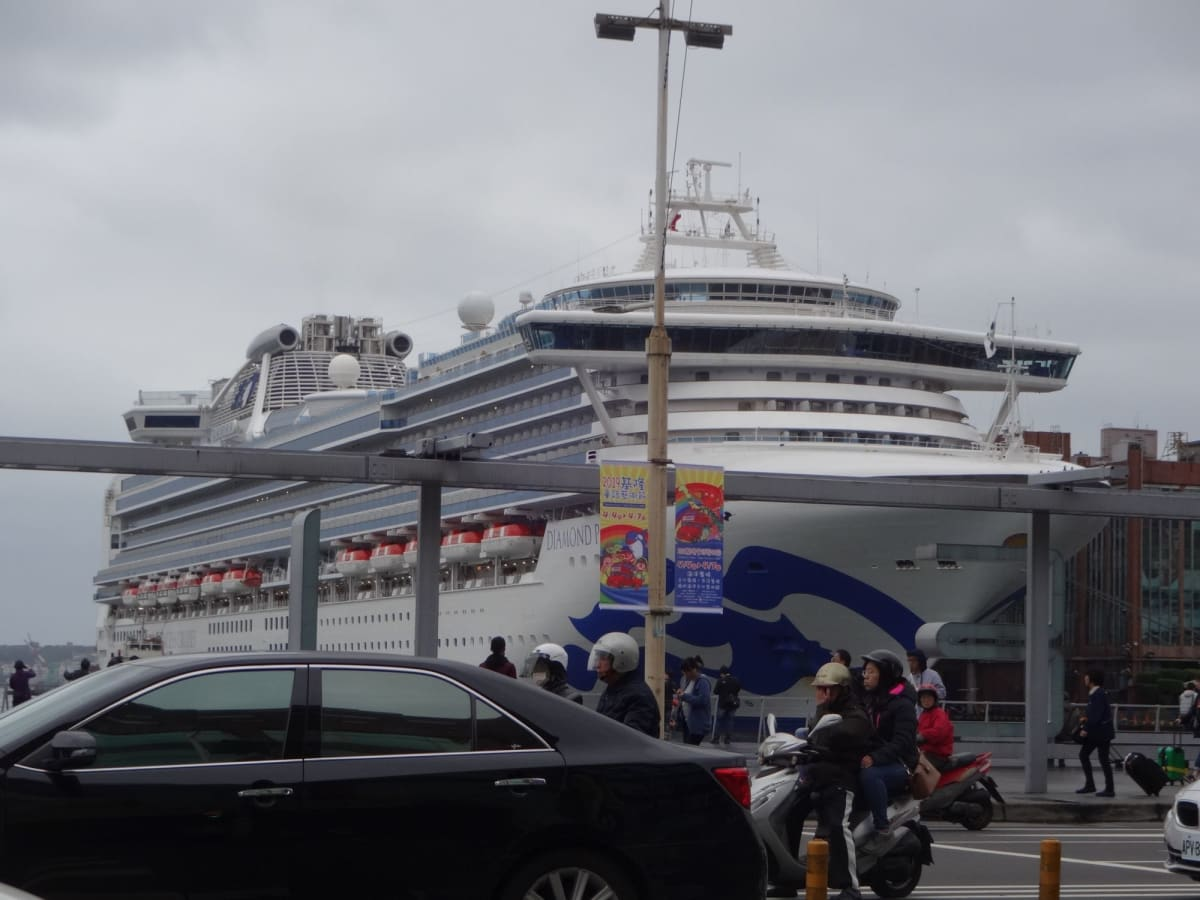 基隆港は町のど真ん中!!交通にも買い物にも便利です。   基隆 / 台北での客船ダイヤモンド・プリンセス