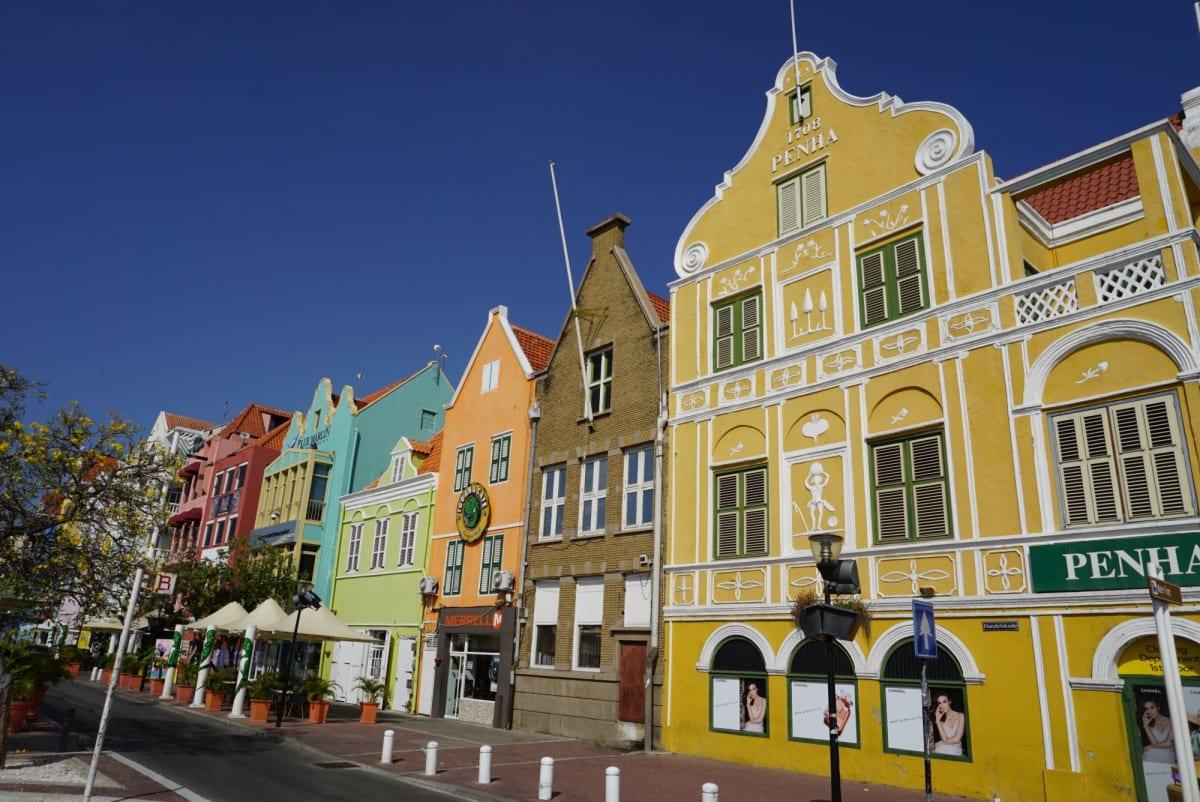キュラソーのカラフルな街 | ウィレムスタット(キュラソー島)
