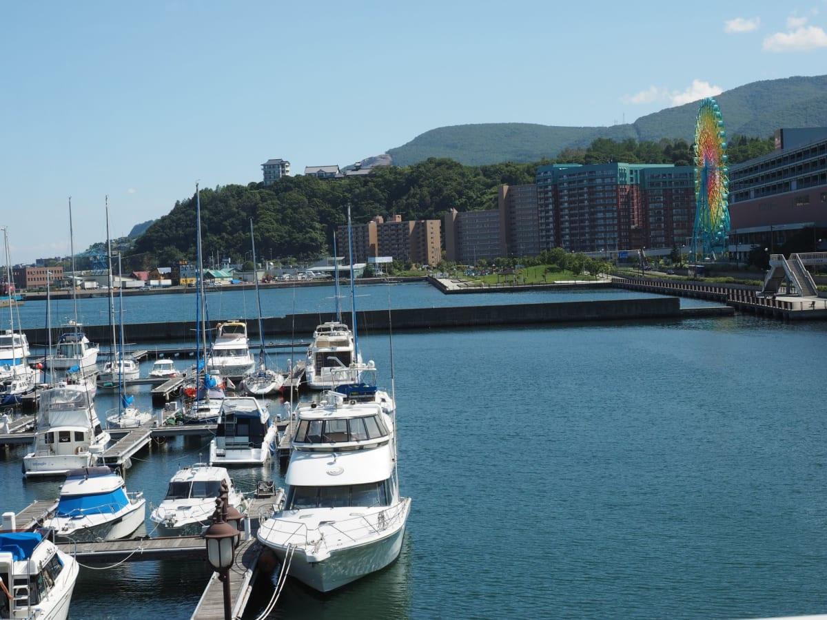 ヨットハーバを見た後、徒歩で乗船場へ。