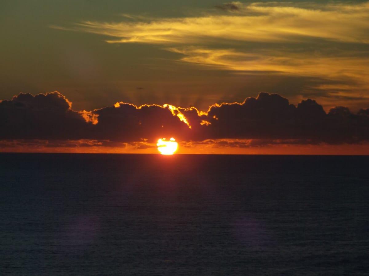カリブ海のサンライズ🌅 先月のエーゲ海の日の出と同様にやっぱりステキ🤣 クルーズの醍醐味を堪能しました😍