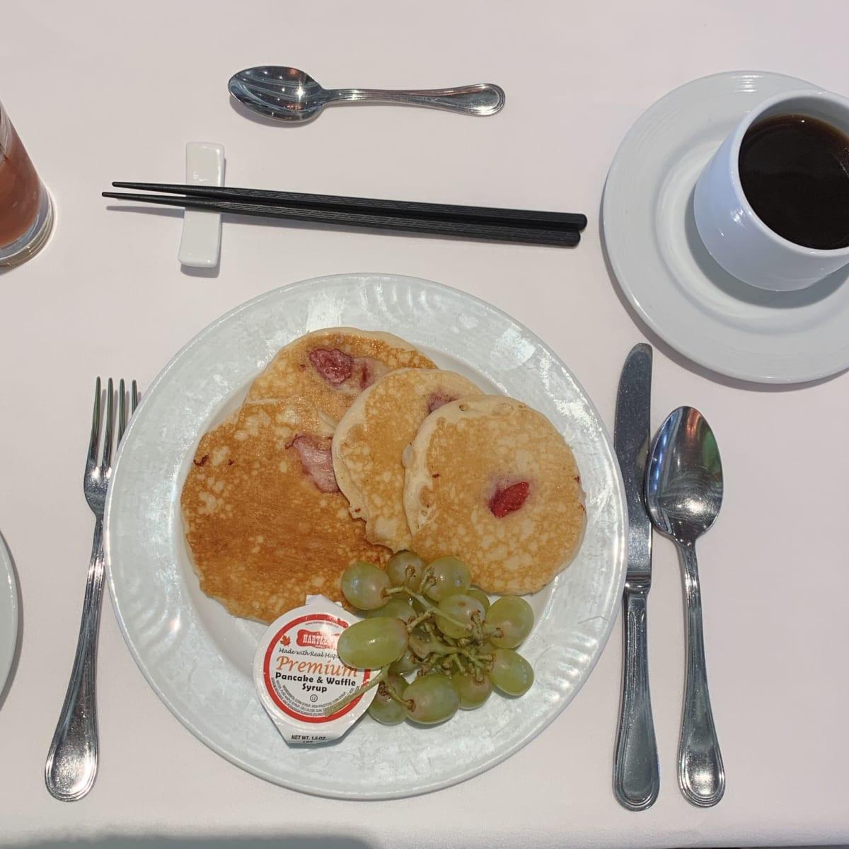 朝食のパンケーキ♡美味してく毎朝6枚が日課に(*´꒳`*)   客船コスタ・ネオロマンチカのダイニング、フード&ドリンク