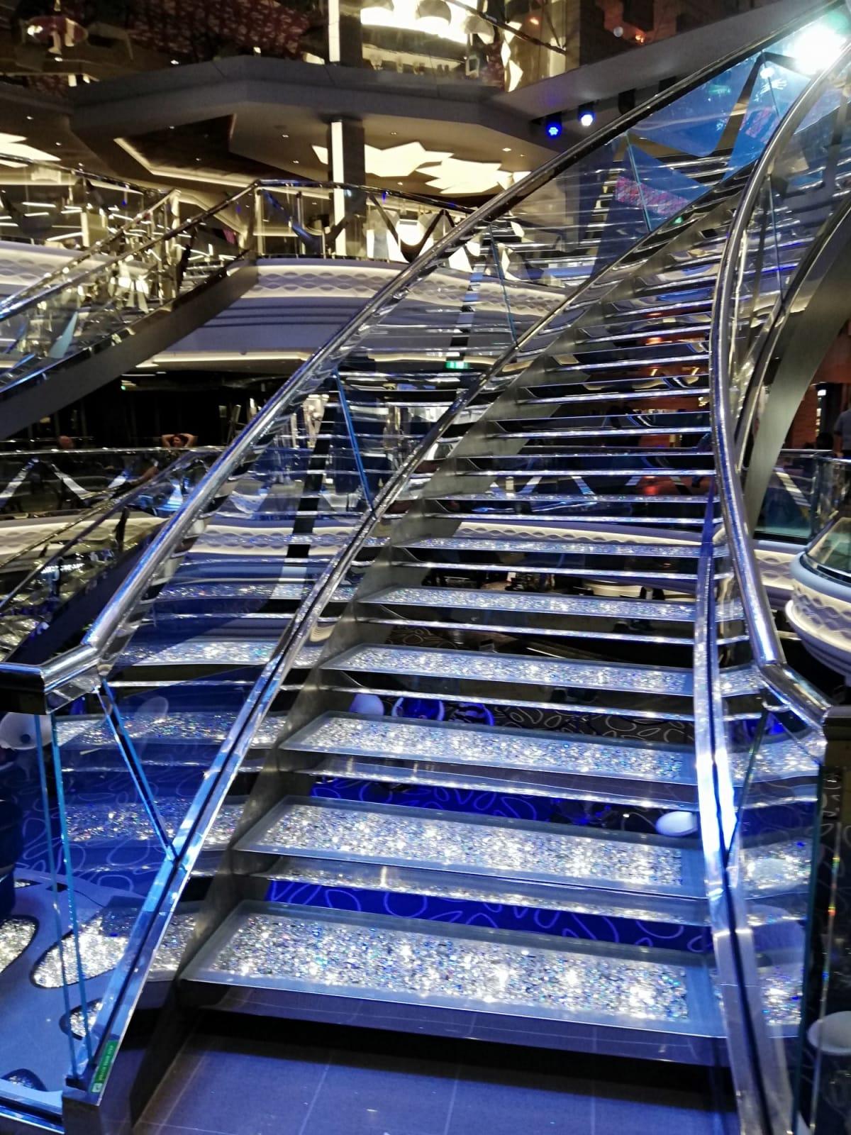 スワロフスキーの階段☆☆ここでマイカメラで写真を撮りましょう!!