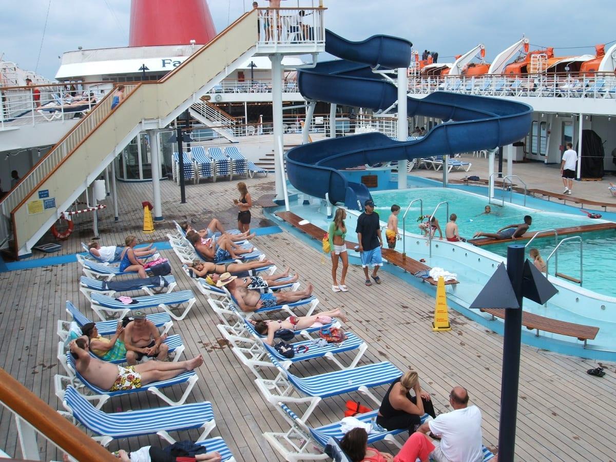 客船カーニバル・ファンタジーの船内施設