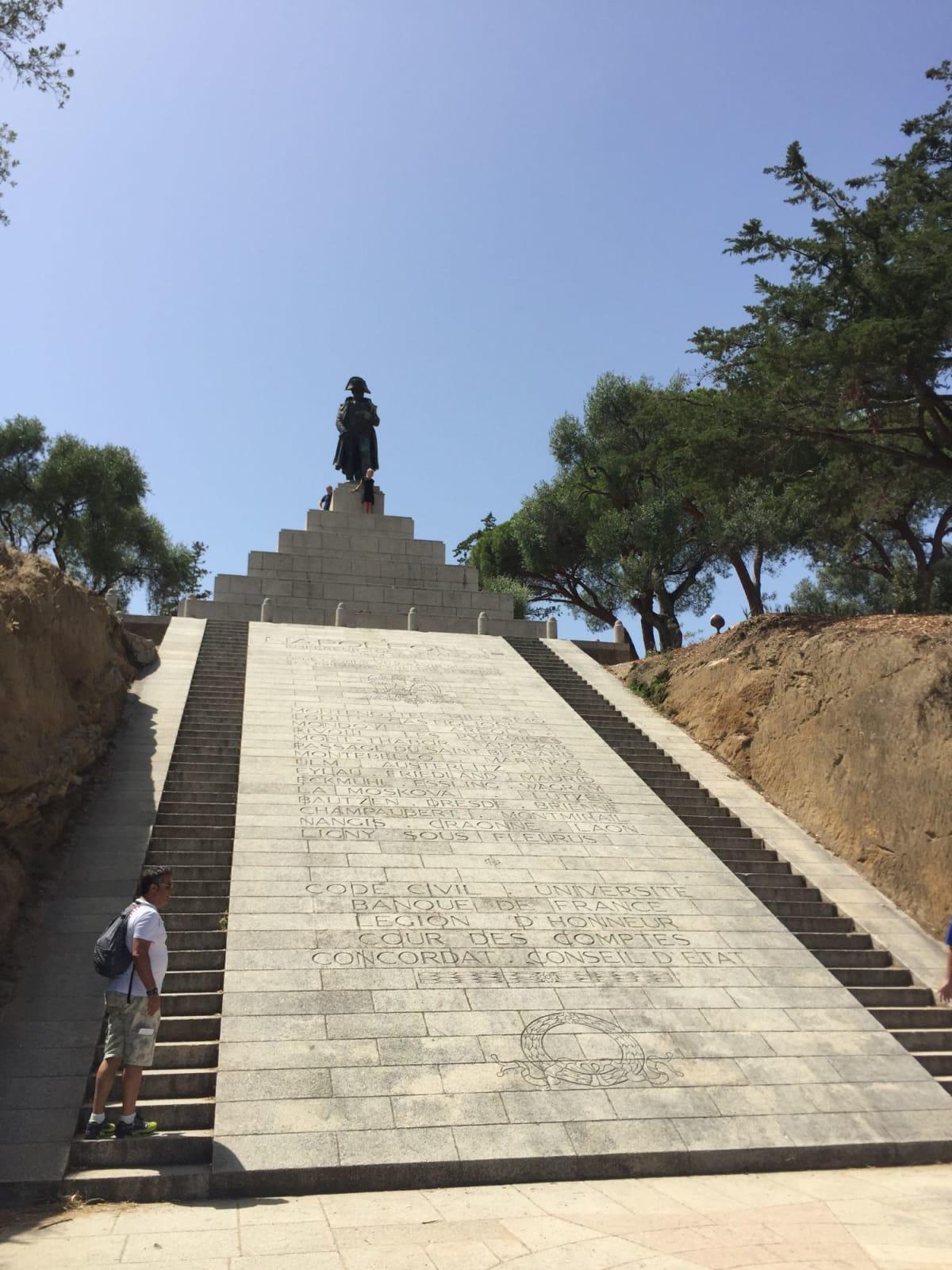 コルシカ島のナポレオン像